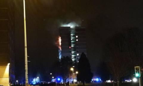 Μεγάλη φωτιά σε πολυκατοικία στο Μπέλφαστ (vid)