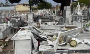 Κακοκαιρία - Μακάβρια καταστροφή στους Γαργαλιάνους: «Άνοιξαν» οι τάφοι από ανεμοστρόβιλο! (pic+vid)