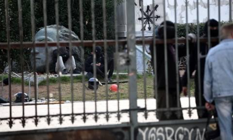 Πολυτεχνείο: Νέα ανακοίνωση των καταληψιών - Αντεπίθεση ετοιμάζουν το μεσημέρι