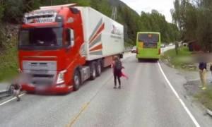Δείτε πώς το σύστημα αυτόματου φρεναρίσματος της Volvo σώζει σαν από θαύμα τη ζωή ενός παιδιού