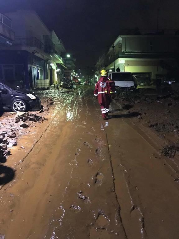 Πλημμύρες Μάνδρα: Ξανά στην πρώτη γραμμή ο Ερυθρός Σταυρός (pics+-vid)