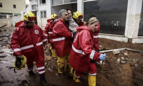 Πλημμύρες Μάνδρα: Ξανά στην πρώτη γραμμή ο Ελληνικός Ερυθρός Σταυρός (pics+-vid)