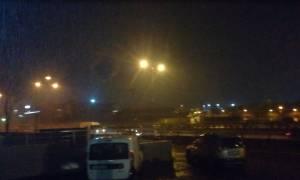 Καιρός ΤΩΡΑ: Καταιγίδα σφυροκοπά την Αττική – Προβλήματα σε Γλυφάδα, Βούλα, Αίγινα και Κερατσίνι