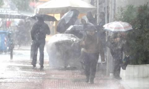Καιρός ΤΩΡΑ: Ισχυρή χαλαζόπτωση στο κέντρο της Αθήνας