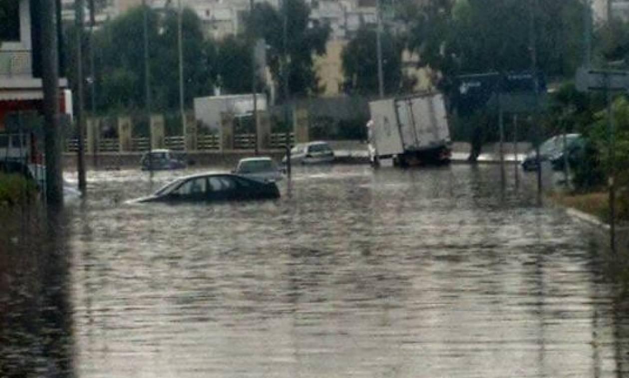 Καιρός ΤΩΡΑ: «Βυθίστηκε» το Κερατσίνι - Η κακοκαιρία σαρώνει όλη την Αθήνα