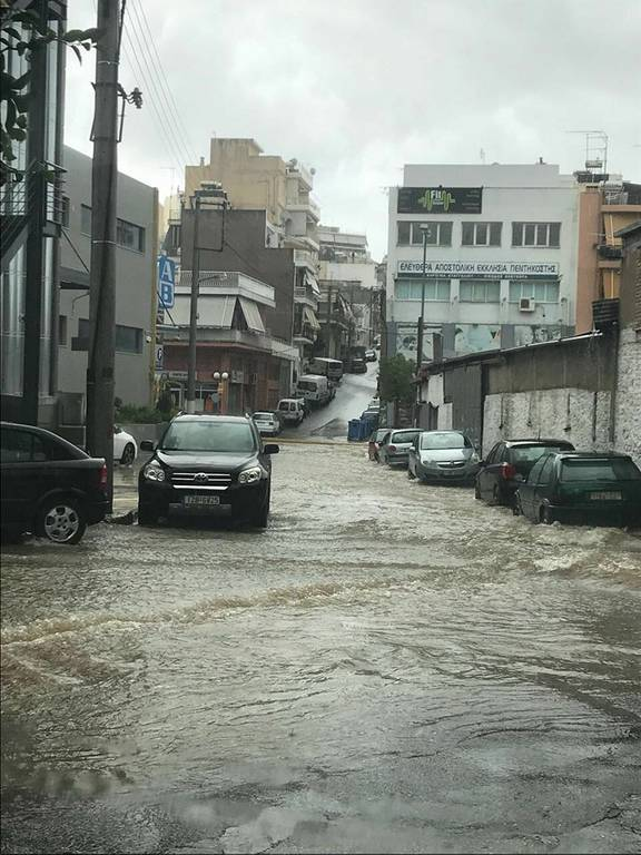 ΕΚΤΑΚΤΟ – Καιρός ΤΩΡΑ: Παρασύρθηκαν αυτοκίνητα στο Κερατσίνι – Εικόνες - σοκ