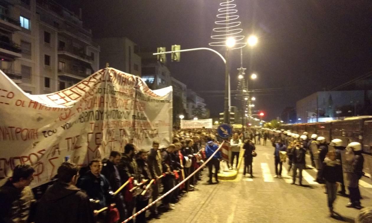 Πολυτεχνείο: Ειρηνική πορεία από 13.000 διαδηλωτές στην Αθήνα