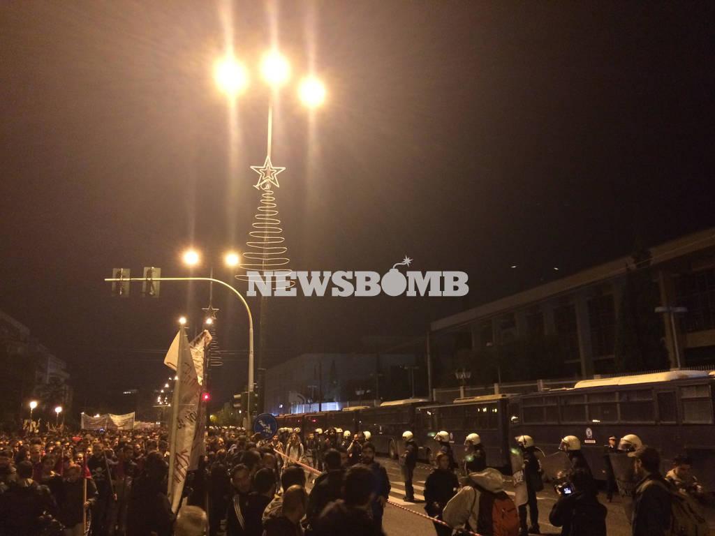 LIVE: Ξεκίνησε η πορεία για την 44η επέτειο από την εξέγερση του Πολυτεχνείου