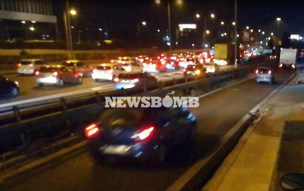 ΤΩΡΑ: Κυκλοφοριακό κομφούζιο στους δρόμους της Αθήνας (pics+vids)