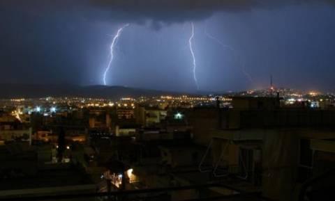 Καιρός - Εντυπωσιακό βίντεο: Έτσι «χτύπησε» την Αθήνα η φοβερή καταιγίδα