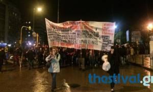 Πολυτεχνείο: Υπό βροχή οι πορείες στη Θεσσαλονίκη