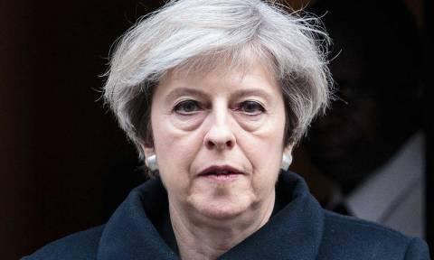 Αυστηρή προειδοποίηση ΕΕ προς Μέι: Ο χρόνος μετρά αντίστροφα για πρόοδο στο Brexit