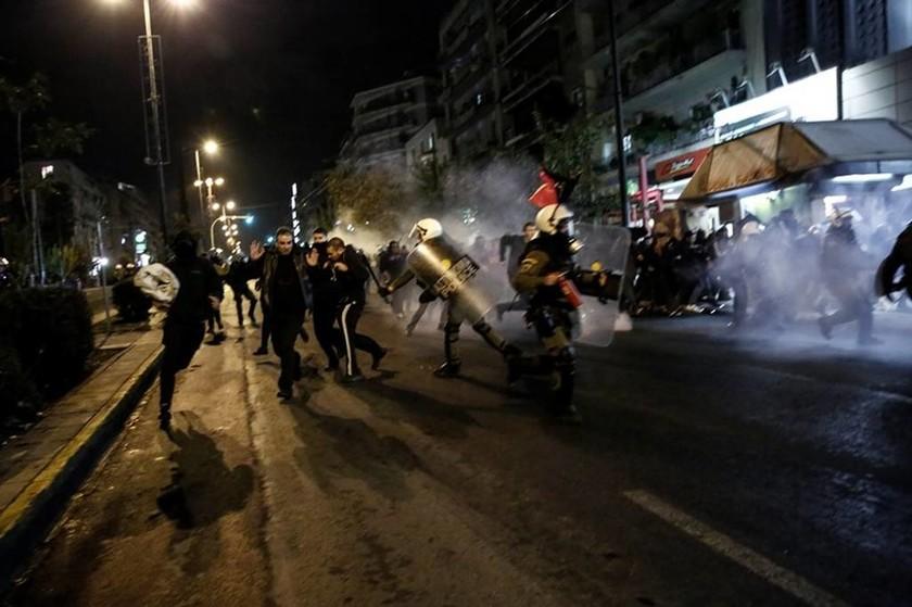 Επέτειος Πολυτεχνείου: Εικόνες χάους από το κέντρο της Αθήνας (pics-vid)