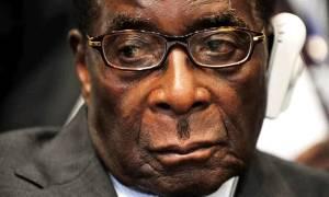 Ζιμπάμπουε: «Καταρρέει» το πολιτικό οικοδόμημα του Μουγκάμπε