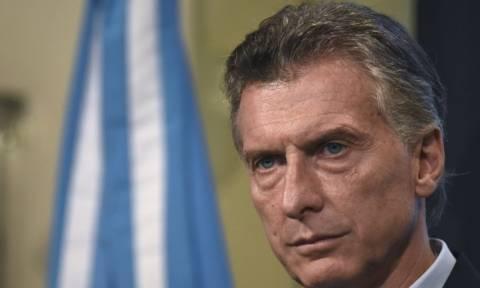 Έκτακτη προσγείωση στο ελικόπτερο στο οποίο επέβαινε ο πρόεδρος της Αργεντινής