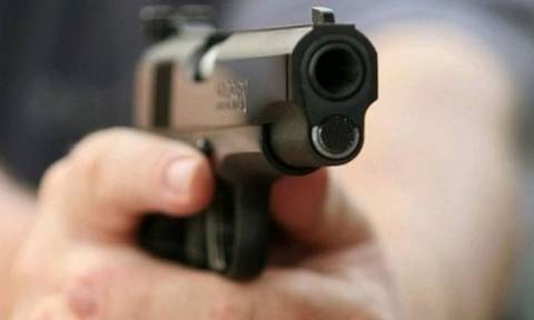 Ένοπλος λήστεψε περίπτερο και απειλούσε να αυτοκτονήσει