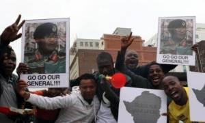 Ζιμπάμπουε: Χιλιάδες άνθρωποι στους δρόμους γιόρτασαν την πτώση του Μουγκάμπε