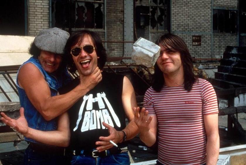 Πέθανε ο θρυλικός κιθαρίστας των AC/DC, Malcolm Young (Vid)