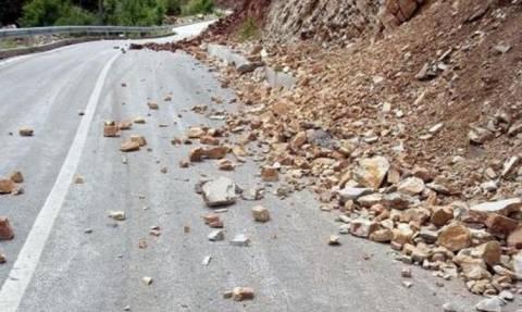 Κακοκαιρία: Κατολίσθηση στο δρόμο προς Δομοκό (pic)