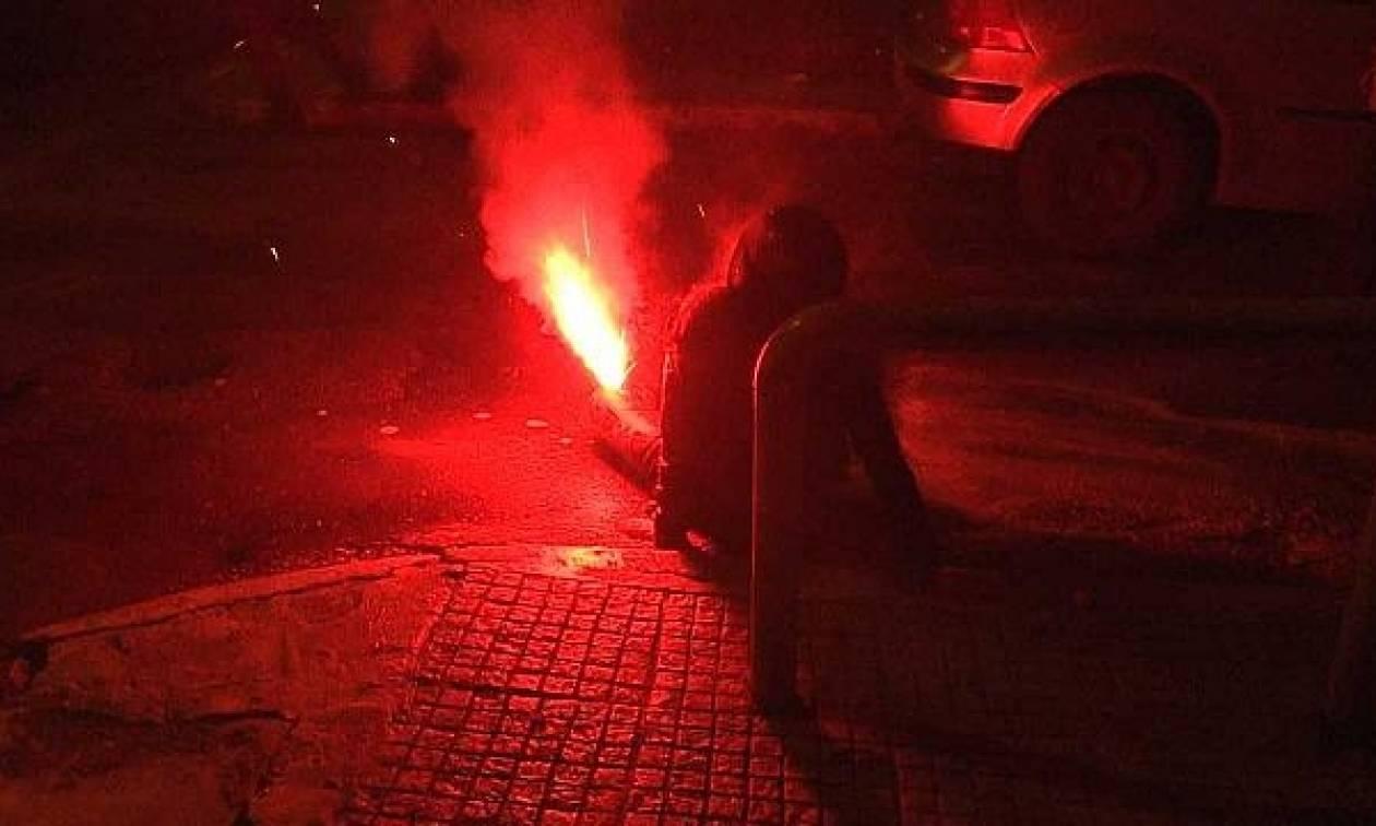 Κακουργηματική ποινική δίωξη για τον τραυματισμό με φωτοβολίδα της δικηγόρου στα Εξάρχεια