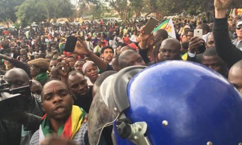 Στα πρόθυρα εμφυλίου η Ζιμπάμπουε: Ο ηγέτης των βετεράνων πολέμου καλεί τον λαό στους δρόμους