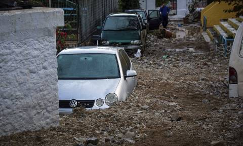 Ώρες αγωνίας στη Μάνδρα: Βρήκαν στη λάσπη προσωπικά αντικείμενα ενός εκ των αγνοούμενων