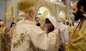 Νέα της Πάτρας: Συγκίνηση στον Ιερό Ναό του Αγίου Ανδρέα - Πλήθος κόσμου (pics)