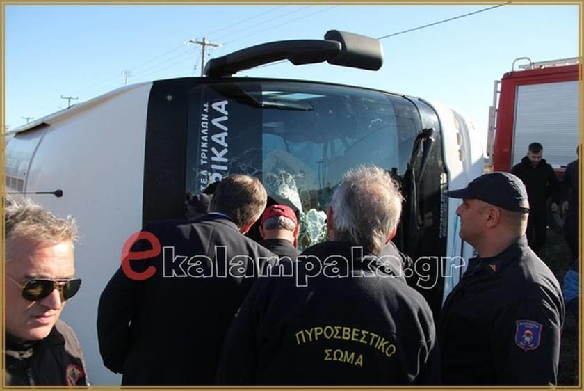 ΕΚΤΑΚΤΟ: Καλαμπάκα - Ανετράπη λεωφορείο του ΚΤΕΛ με μαθητές (pics)