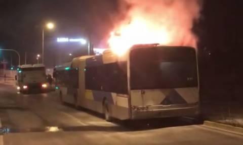 Βίντεο: Η στιγμή που λεωφορείο του ΟΑΣΑ «λαμπαδιάζει» στη Βάρης - Κορωπίου