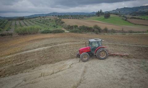 Αγροτικά νέα: Απόδειξη καυσίμων έως 300 ευρώ περνά στα έξοδα αγροτών