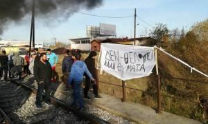 Ένταση και πάλι στη Λάρισα: Κάτοικοι έβαλαν φωτιά και απέκλεισαν τις σιδηροδρομικές γραμμές (vid)
