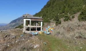 Σε απόσταση αναπνοής από τα Ιωάννινα οι αρκούδες: Κατέστρεψαν μελισσοκομική μονάδα στην Αμφιθέα