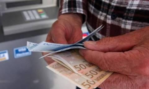 Συντάξεις: «Βρέχει» ευρώ! Έρχονται τρεις πληρωμές - Πότε, ποιοι και πόσα θα πάρουν (ΠΙΝΑΚΑΣ)