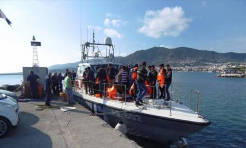 Vessel carrying refugees and migrants in distress off the coast of Pylos