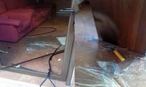 Πέτρες και καπνογόνα στα γραφεία του Σώρρα στη Λάρισα (pics)