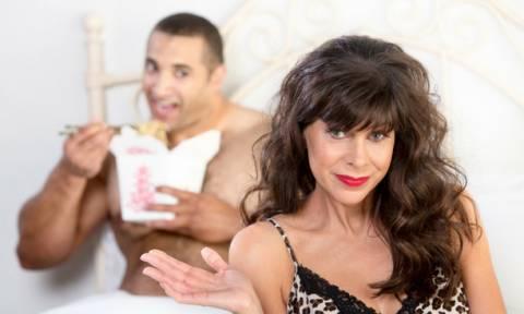 Αν η γυναίκα είναι έμπειρη και έχει καμιά δεκαριά χρονάκια παραπάνω σε πειράζει;