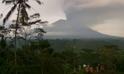 Εντυπωσιακό: Η έκρηξη του ηφαιστείου Αγκούνγκ στο Μπαλί σε time lapse βίντεο!