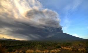 Μπαλί: Στο μέγιστο αυξήθηκε το επίπεδο συναγερμού εξαιτίας του ηφαιστείου Αγκούνγκ (vid)