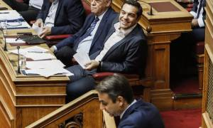 Βουλή - Μητσοτάκης σε Τσίπρα: Την επόμενη φορά εξαφανίστε τις θήκες με τα πούρα