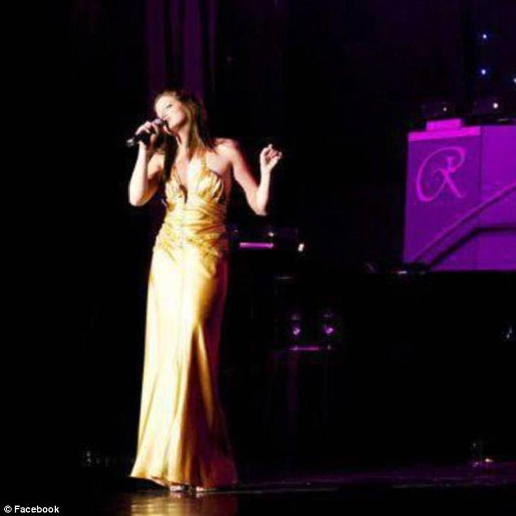 Πέπλο μυστηρίου: Ο θάνατος της Ελληνοαμερικανίδας τραγουδίστριας και το ερωτικό... τετράγωνο