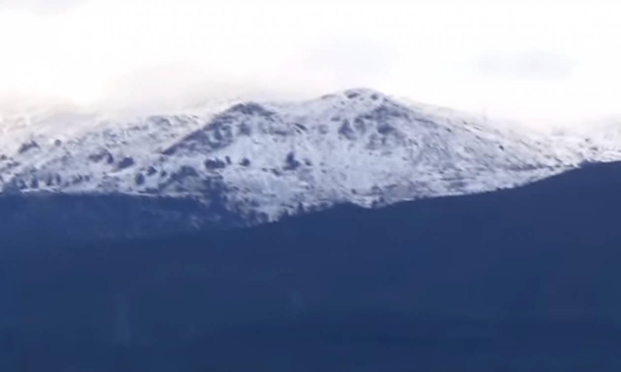 Καιρός: Το Παναχαϊκό «ντύθηκε» στα λευκά – Χιόνια σε Ερύμανθο και Χελμό (vid)