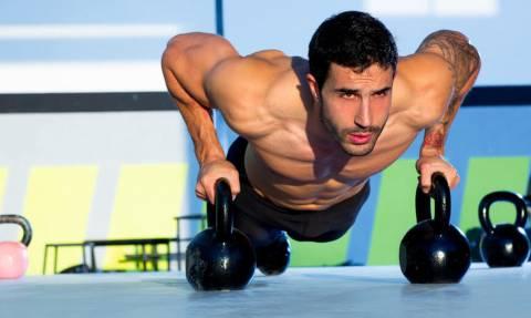 Γυμναστική: Αυτές είναι οι πέντε ασκήσεις για να ιδρώσεις περισσότερο!