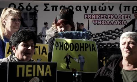 Ένταση στη συγκέντρωση διαμαρτυρίας της ΠΟΕΔΗΝ – Τραυματίστηκε μία γυναίκα (pics)