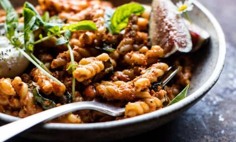 Μακαρόνια: Συνταγή μαγειρικής για κόκκινη σάλτσα