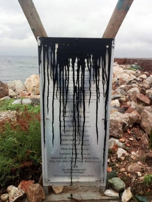 Μυτιλήνη: Άγνωστοι βανδάλισαν το μνημείο με το ονόματα προσφύγων που πνίγηκαν σε ναυάγια