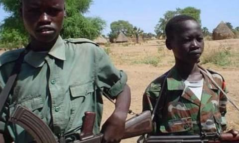 Παιδιά - στρατιώτες συνεχίζουν να πολεμούν στο Σουδάν