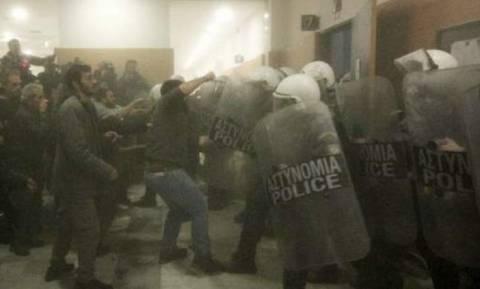 Κλειστό το Ειρηνοδικείο Αθηνών μετά τα επεισόδια και τα χημικά