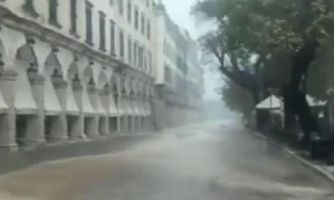 Κακοκαιρία - Εικόνες ΣΟΚ: Πλημμύρισε η Κέρκυρα (vid)