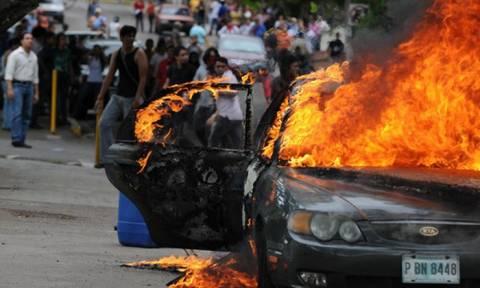 Στο χάος η Ονδούρα: Περισσότερες εξουσίες αναλαμβάνει ο στρατός για τον περιορισμό της αναταραχής