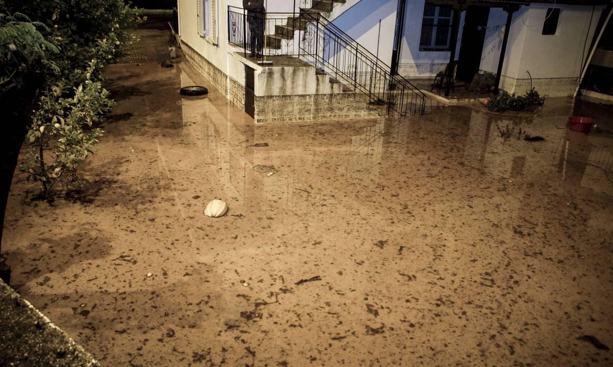 Κακοκαιρία: Πλημμύρες, κατολισθήσεις και εγκλωβισμένοι σε Ήπειρο και Αιτωλοακαρνανία (pics&vids)